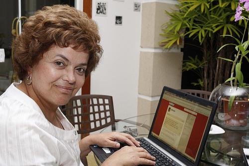 http://3.bp.blogspot.com/-IqSaj3p6ywg/Ti7DoCjBRLI/AAAAAAAAAk0/0DL0B8oWoiI/s1600/a2+-+Dilma+hackeada.jpg