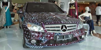 Mobil bermotif batik keluaran mercedes benz