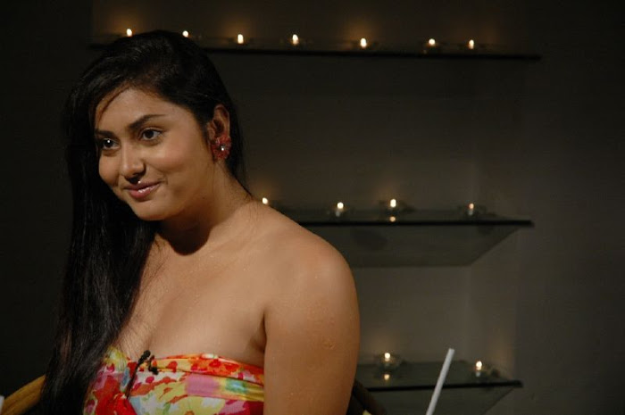 namitha in strapless gown