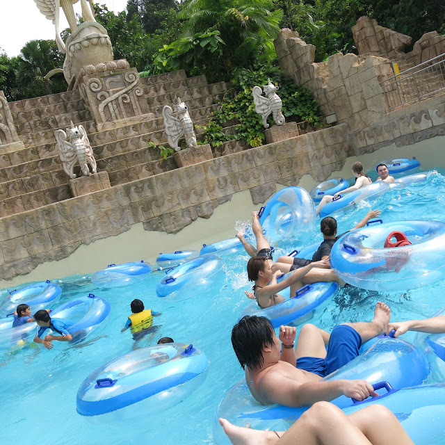 Adventure Cove Waterpark Singapore bluwater bay giant wave pool
