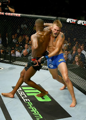 UFC 165 Jon Jones spinning back elbow Gustafsson