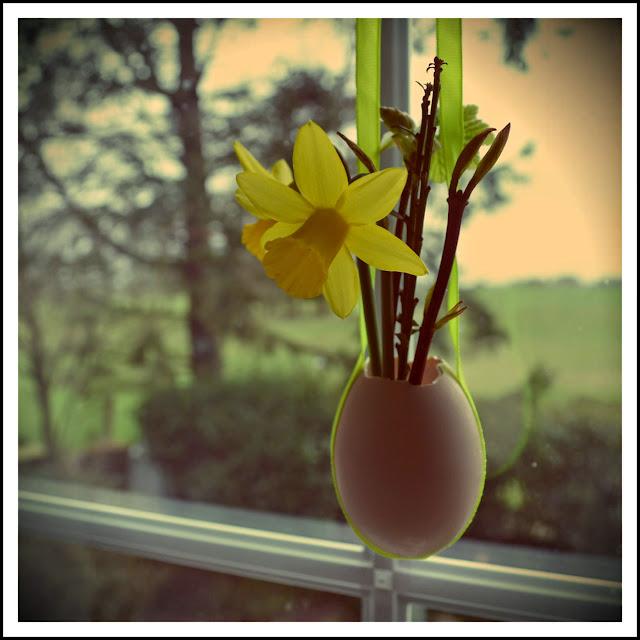 hanging Ostara egg vase