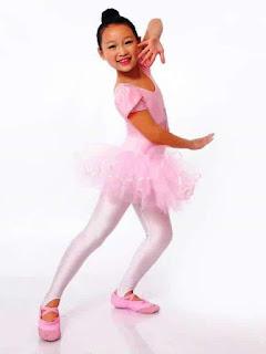 Foto Anak Perempuan Cantik Menari Balet