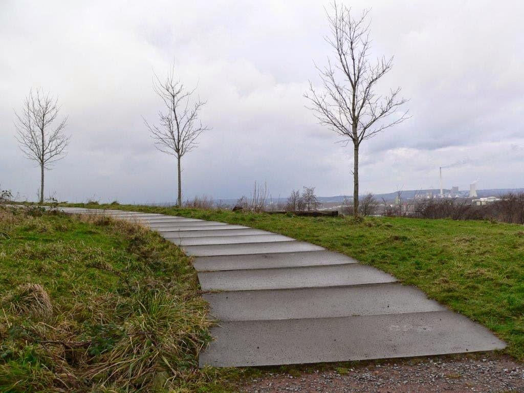 Bochum Ruhrgebiet Ruhrpott Halde Aussicht Weg Wolken