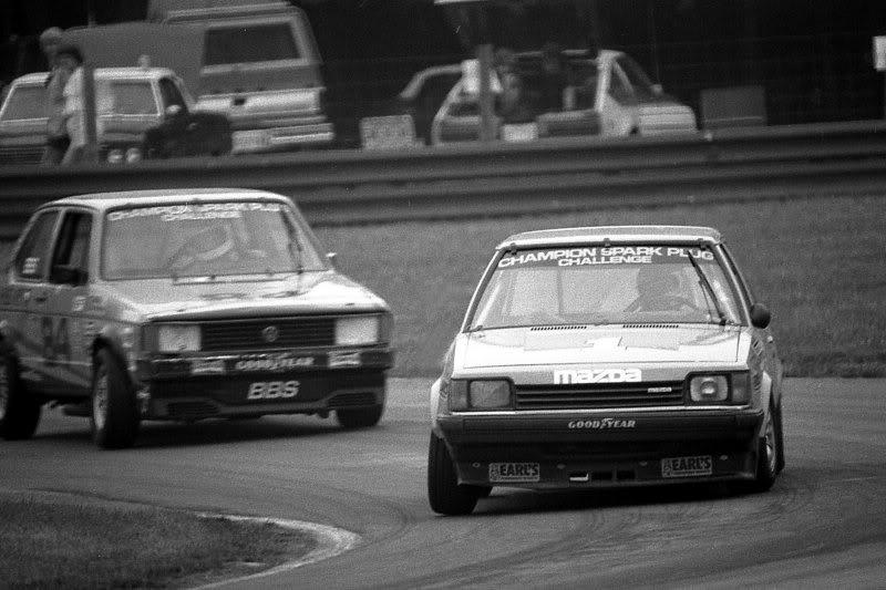 Mazda 323 BD, wyścigi, sport, japoński samochód, mały, niewielki, usportowiony, fotki, マツダ・ファミリア