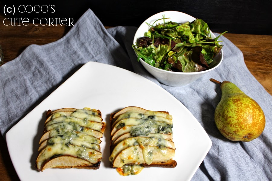 Toast with Pear and Gorgonzola