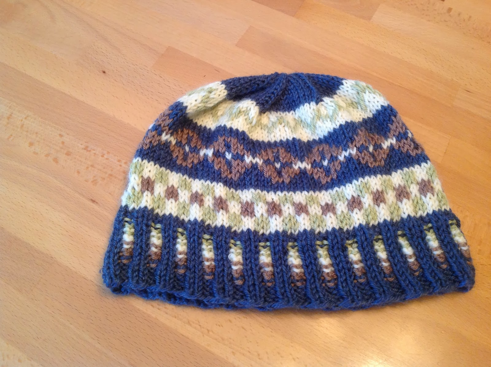 Free Fair Isle Knitting Patterns Hats : Honeycomb Stitches & Peppermint Tea: Free Fair Isle Hat Pattern