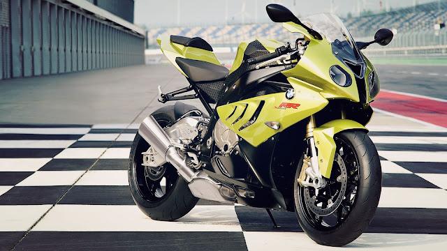 Motocicleta BMW S 1000 RR amarilla