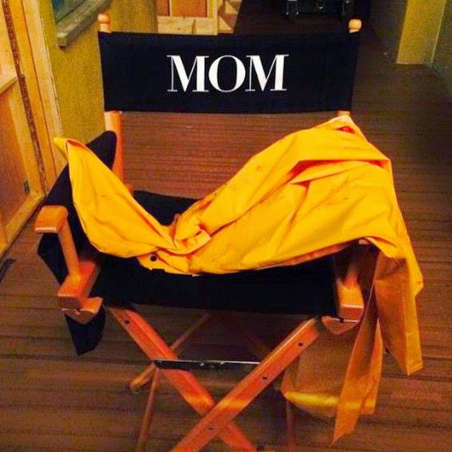 """Then Anna shared a very nice snapshot photo to described her long trip career on Hollywood. By saying: """"The career of Anna Kay Faris, Featuring #Mom."""""""