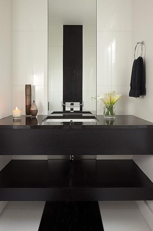 Un soplo de aire fresco en un ba o de color negro for Bano de color negro