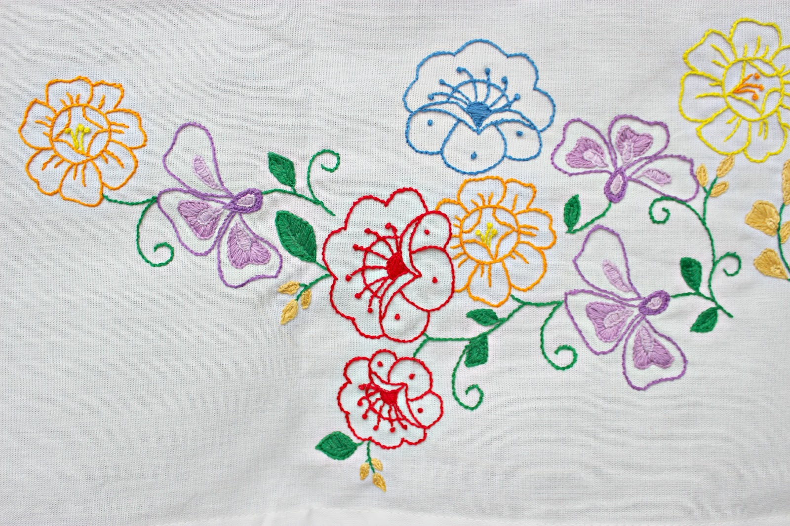 Simple hand embroidery designs for tablecloth - I Found This Design Here And Traced It Onto The Tablecloth With Pencil Then Proceeded To Embroider It All By Hand