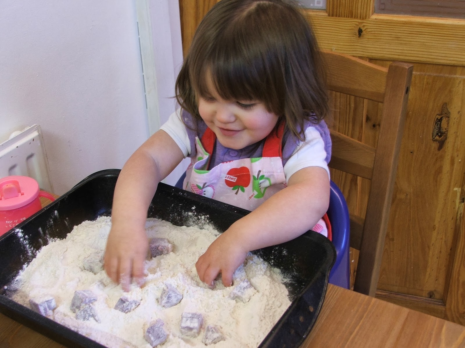 Messy Play Wednesday-Flour & Jelly