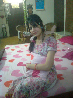 Beautiful-facebook-arab-girl-in-her-bedroom-bed-private-picture
