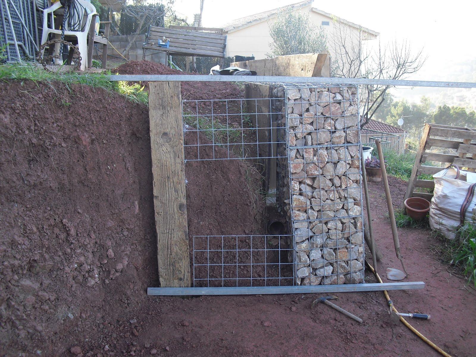 Nuestra casa contenedor rematando el muro del roc dromo - Malla para gaviones ...