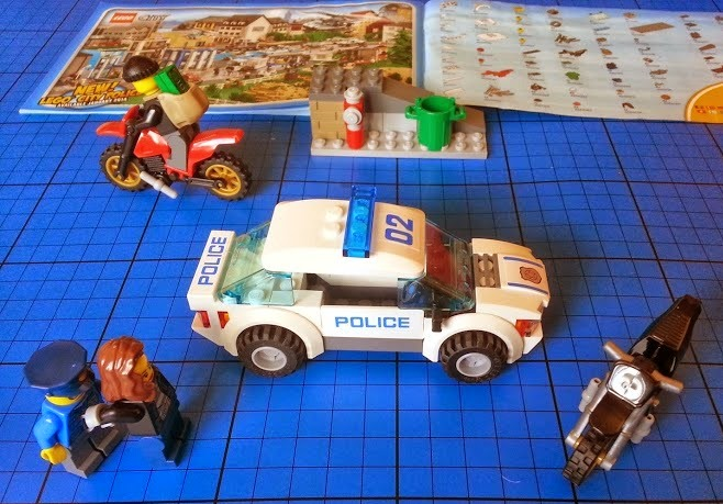 LEGO set 60042 High Speed Chase has a female burglar