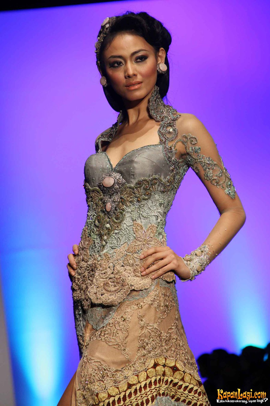 Pin Kebaya Modern Fashion 2008 Indonesia Pelautscom on Pinterest