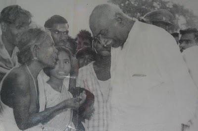 karmaveerar kamarajar காமராசர் (காமராஜர்) தமிழ் நாட்டின் முன்னாள் முதலமைச்சர்களுள் ஒருவர் ஆவார் 1954 ஆம் ஆண்டு அப்போதைய சென்னை மாநில முதலமைச்சர் ஆனார்.