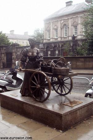La estatua de Molly Malone en el centro de Dublín