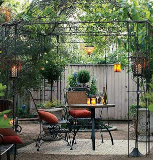 iron pergola - dining al fresco