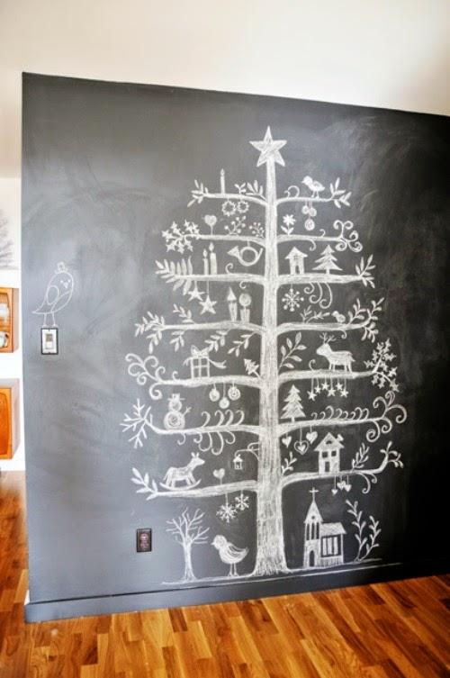 Arbol de Navidad dibujado con tiza sobre pizarra
