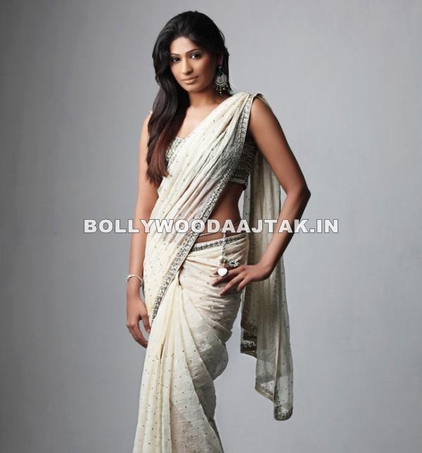 Vijayalakshmi Agathiyan Dazzles in a white sari - (2) -  Vijayalakshmi Agathiyan Hot Pics