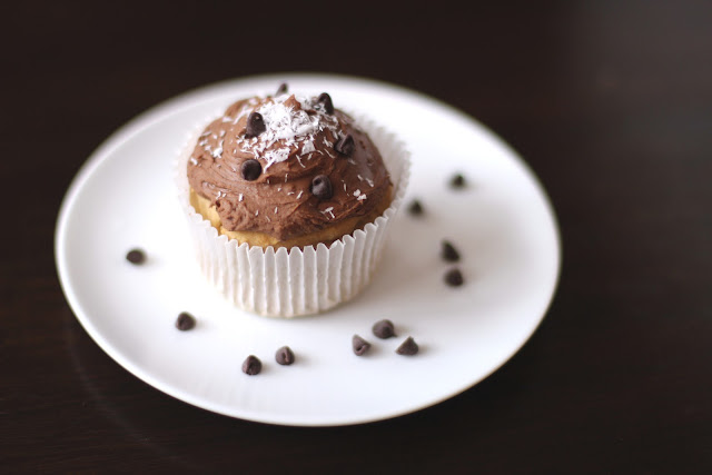 Healthy Coconut Quinoa Cupcakes with Chocolate Frosting - Desserts with Benefits