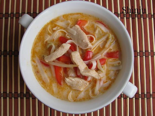 Zupa laksa z indykiem
