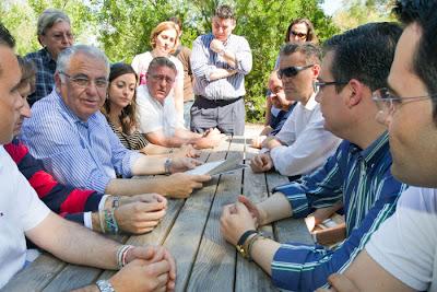 Cotino anuncia la protección de las praderas de posidonia en las costas valencianas