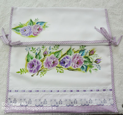 porta forma pequena de oxford com pintura de rosas lilases