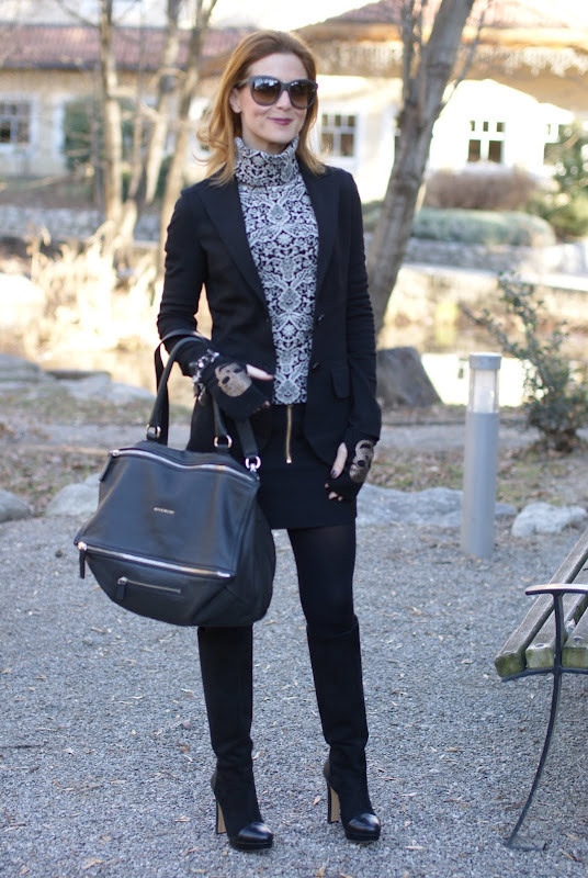 black and white outfit, Maison Scotch miniskirt, Givenchy bag, Gaia d'Este boots