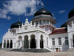 "<a href="" http://3.bp.blogspot.com/-ItaVwg6yg-Q/USM6DNC1bNI/AAAAAAAAB6o/8cDUhuD0S70/s1600/Masjid+Termegah+dan+Terbesar+di+Indonesia8.jpg""><img alt=""Tempat beribadah umat islam,Masjid Termegah dan Terbesar di Indonesia, Masjid Raya Baiturrahman, Banda Aceh – NAD"" src=""http://3.bp.blogspot.com/-ItaVwg6yg-Q/USM6DNC1bNI/AAAAAAAAB6o/8cDUhuD0S70/s1600/Masjid+Termegah+dan+Terbesar+di+Indonesia8.jpg""/></a>"