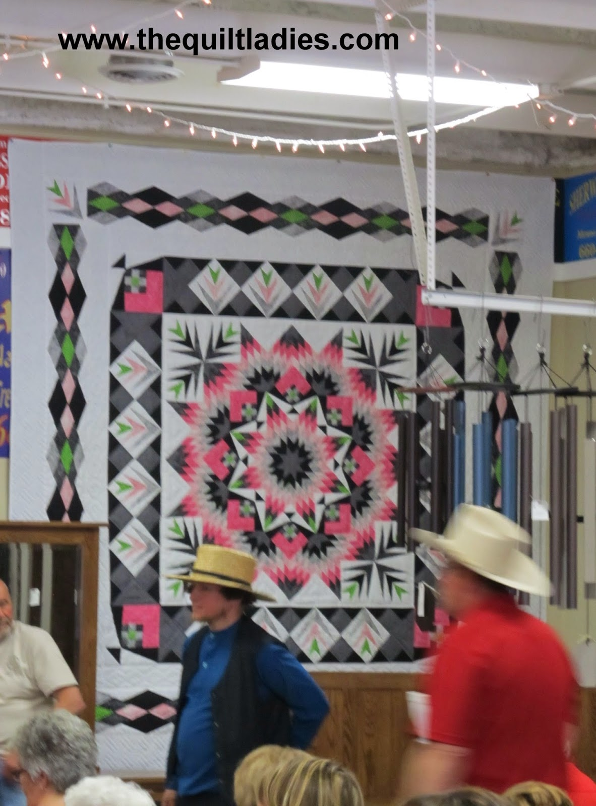 quilt auction in Jamesport, MO