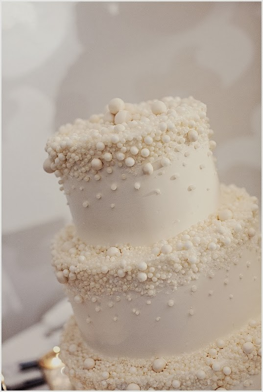 WEDDING COLLECTIONS: Wedding cake with pearls