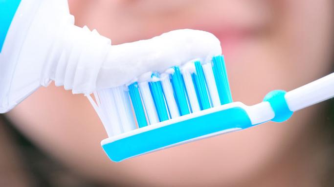Menghilangkan goresan dengan pasta gigi