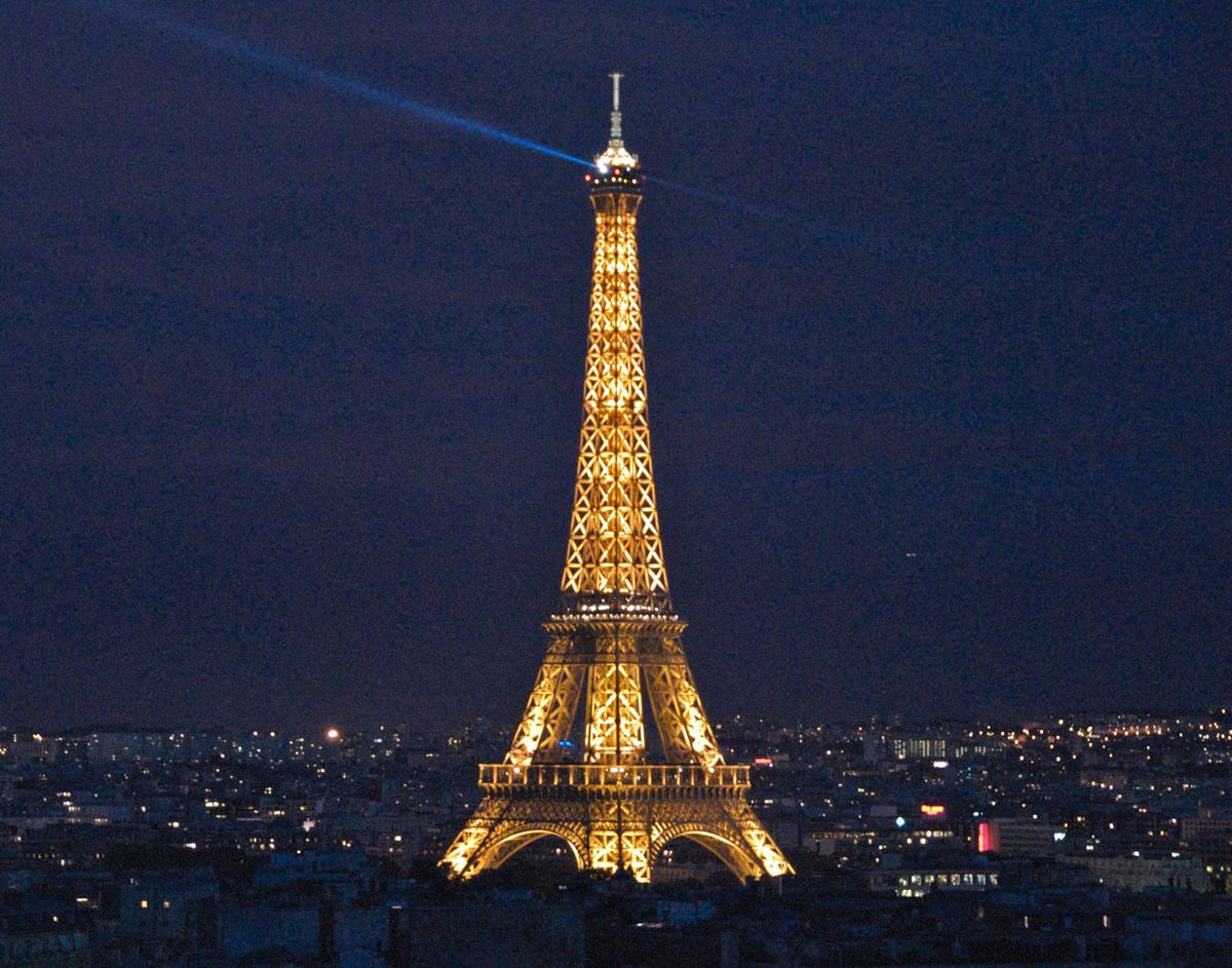 Paris Eiffel Tower At Night Free Download Wallpaper