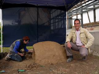 Der Herxheimer Museumsleiter Dr. Alexander Gramsch und seine Mitarbeiterin Maggy Lederle