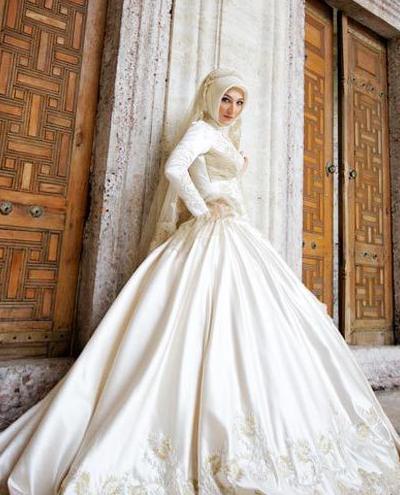 Model 2. Tips Memilih Bahan Hijab Modern untuk Pengantin  image