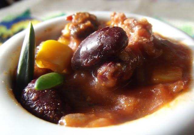 Zupa z mięsem mielonym, kukurydzą i fasolą