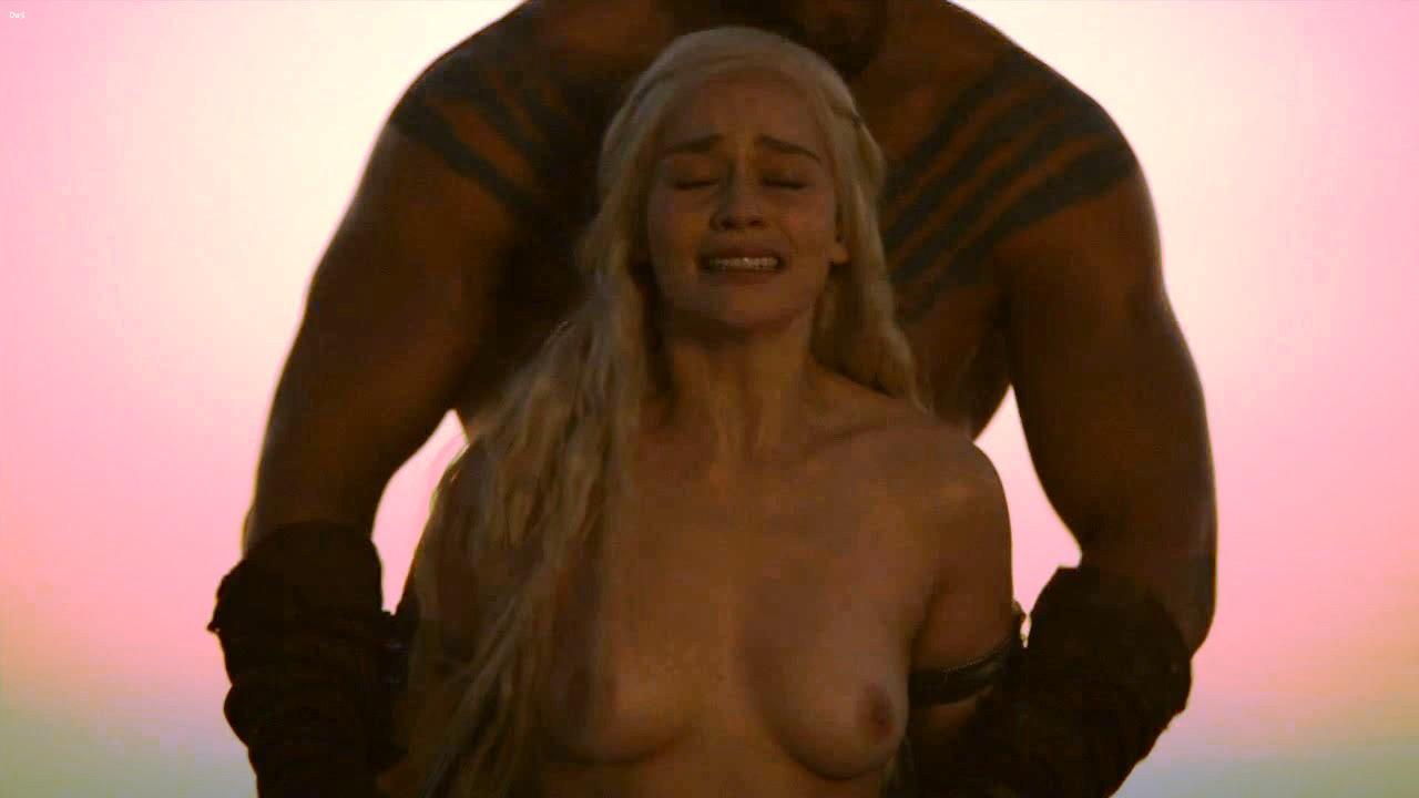 Game Nude Of Scene Throne Emilia Clarke
