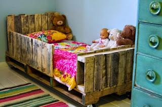 cama de bebe upcycled com paletes