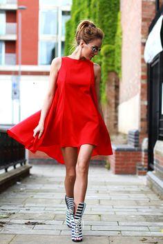 vestido trapezio vermelho