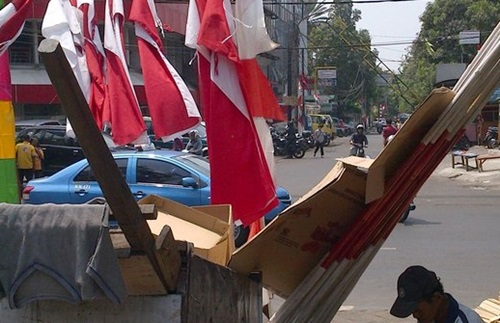 Jelang 17 Agustus Pedagang Bendera Mulai Menjamur