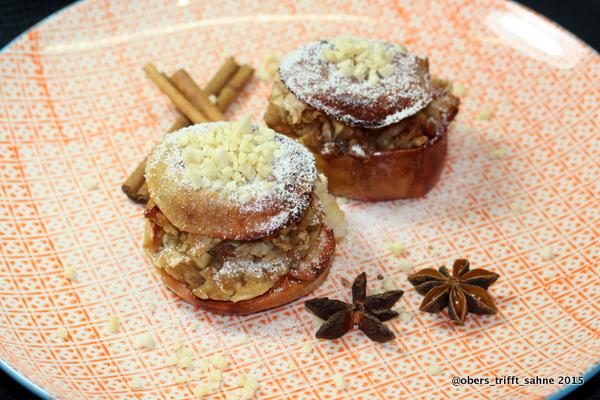 Bratapfel mit Haselnuss und Dörrpflaumen