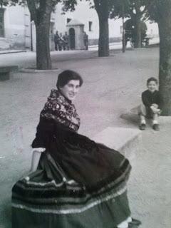 zumba en Segovia mujer vestida de segoviana 1956