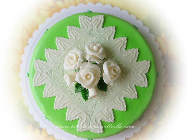 Torta verde con centrino quadrato