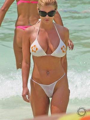 también porque siempre uno debe llevar camaras a la playa xD
