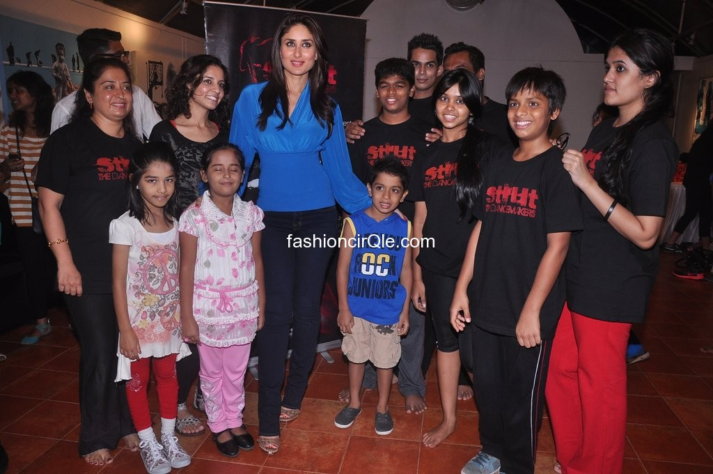 Kareena kapoor with struts dance academy children -  Kareena Kapoor dances for Struts Dance Academy