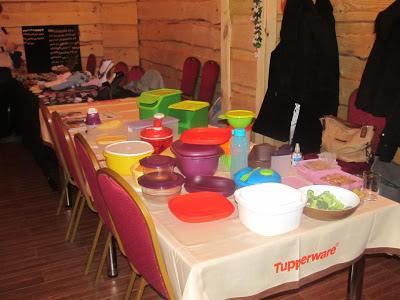sabat czarownic biesiadna stodoła pokaz naczyn tupperware