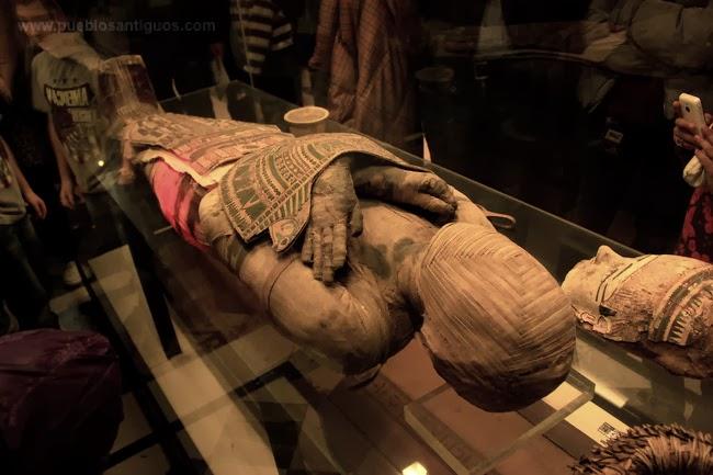 Seres mitologicos egipcios Momia+Egipcia+Museo+del+Louvre+Pueblos+Antiguos