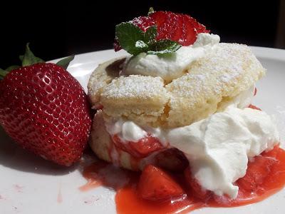 Fabulous Friday Recipe: Strawberry Shortcake Sliders